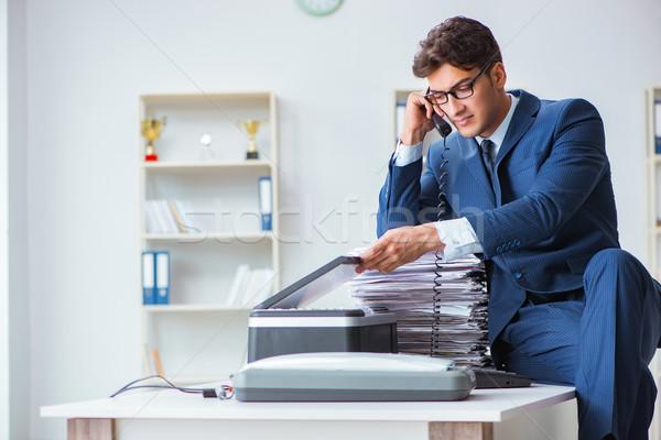 üzletember készít gép üzlet papír munka Stock fotó © Elnur