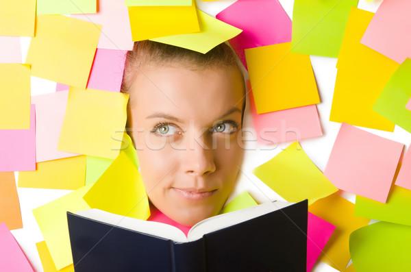Vrouw veel herinnering merkt lezing boek Stockfoto © Elnur