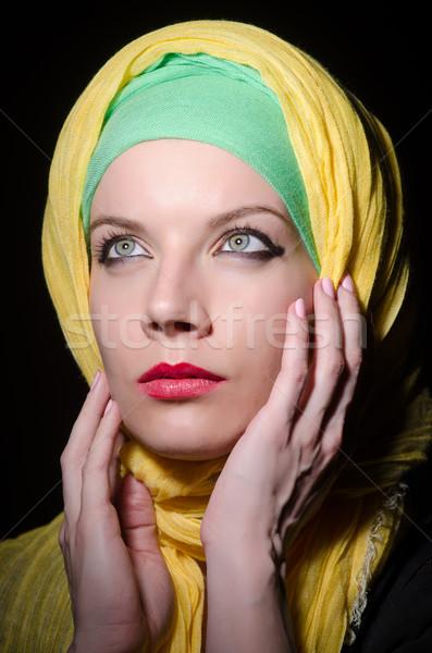 серьезный женщину головной платок моде Сток-фото © Elnur