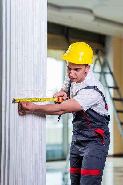 Jeunes mètre à ruban travail homme construction Photo stock © Elnur