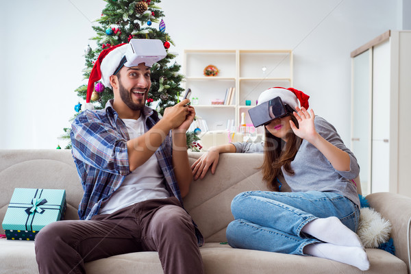 Mutlu aile sanal gerçeklik gözlük Noel aile Stok fotoğraf © Elnur