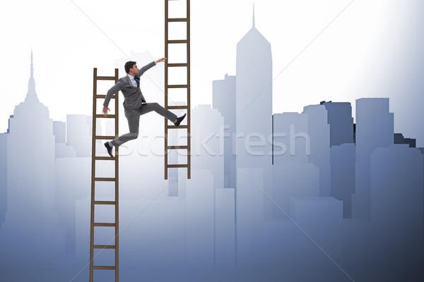 Zakenman klimmen carriere ladder business hemel Stockfoto © Elnur