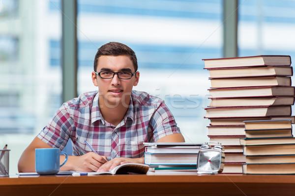 Genç öğrenci kolej sınavlar kitaplar okul Stok fotoğraf © Elnur