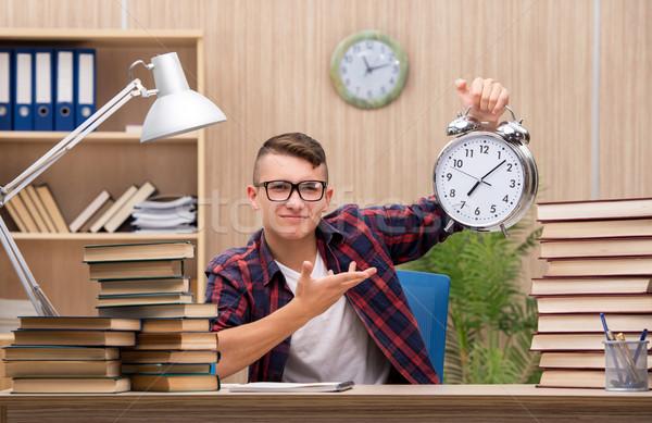Stock fotó: Fiatal · diák · iskola · vizsgák · könyvek · óra
