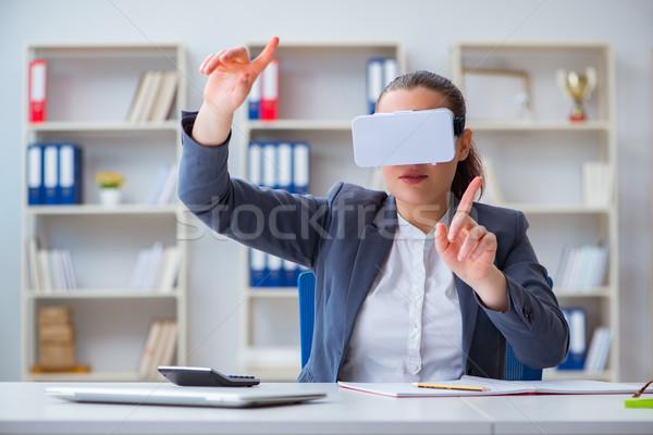 деловая женщина виртуальный реальность очки служба женщину Сток-фото © Elnur