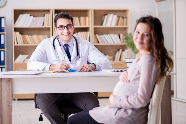 Zwangere vrouw arts overleg vrouw kind ziekenhuis Stockfoto © Elnur