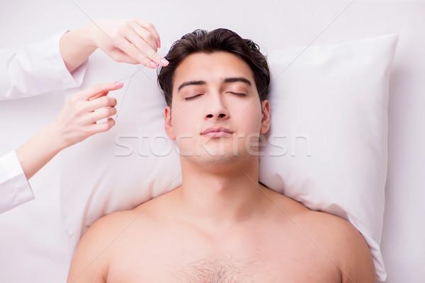 Jóképű férfi fürdő masszázs kezek egészség szépség Stock fotó © Elnur