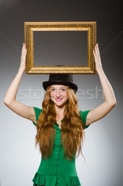 Vrouw groene jurk fotolijstje Stockfoto © Elnur