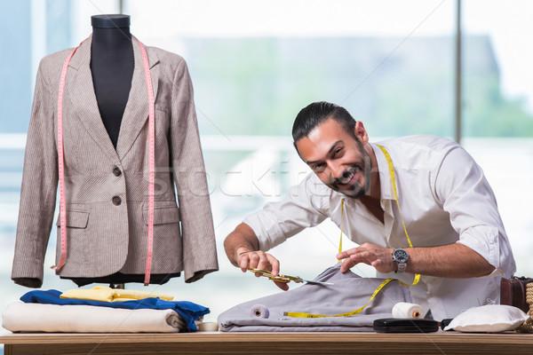Jóvenes sastre de trabajo nuevos ropa diseno Foto stock © Elnur