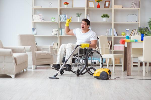 Disabili uomo aspirapolvere home casa felice Foto d'archivio © Elnur