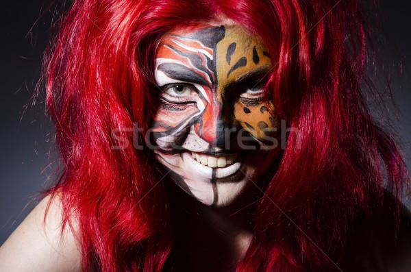 Foto stock: Cara · da · mulher · pintura · escuro · quarto · cara · moda