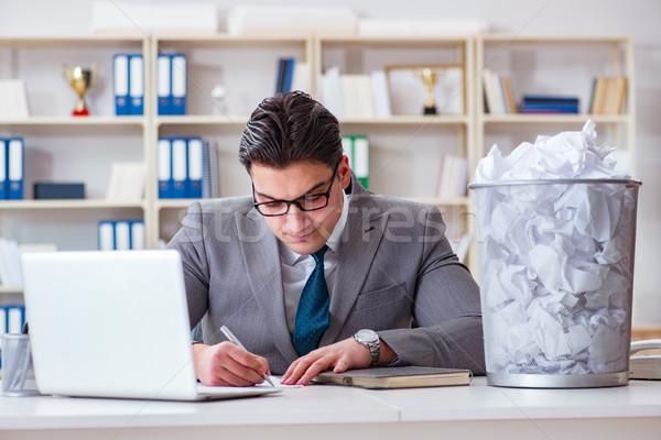 Сток-фото: бизнесмен · бумаги · рециркуляции · служба · бизнеса · работу