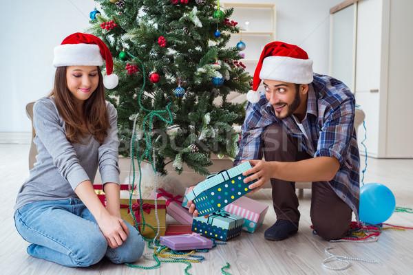 Barátnő fiúbarát nyitás karácsony ajándékok család Stock fotó © Elnur