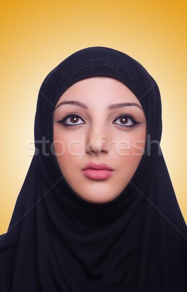 Muszlim fiatal nő visel hidzsáb fehér nő Stock fotó © Elnur