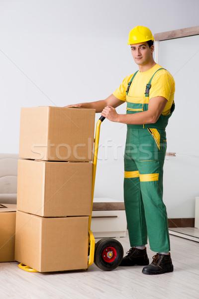 Férfi dobozok ház mozgás otthon teherautó Stock fotó © Elnur