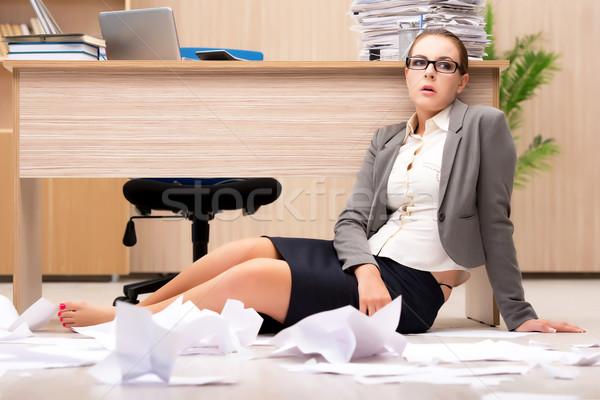 Stock fotó: üzletasszony · stressz · munka · iroda · üzletember · asztal