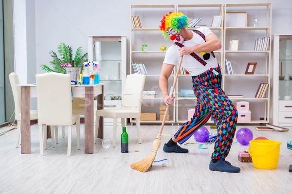 Funny clown czyszczenia domu uśmiech człowiek Zdjęcia stock © Elnur