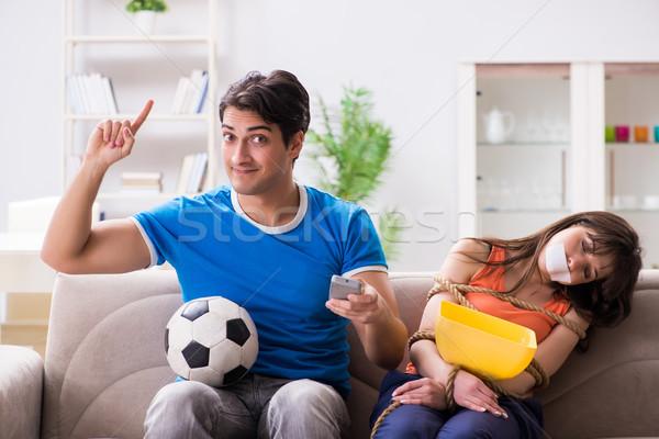Homem para cima esposa ver esportes futebol Foto stock © Elnur