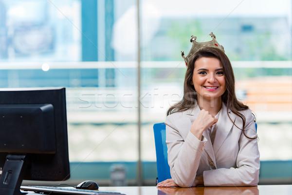 Empresária sessão mesa de escritório mulher trabalhar monitor Foto stock © Elnur