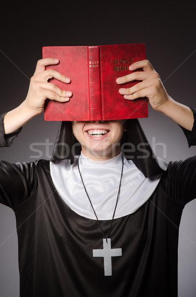 Divertente uomo indossare suora abbigliamento donna Foto d'archivio © Elnur