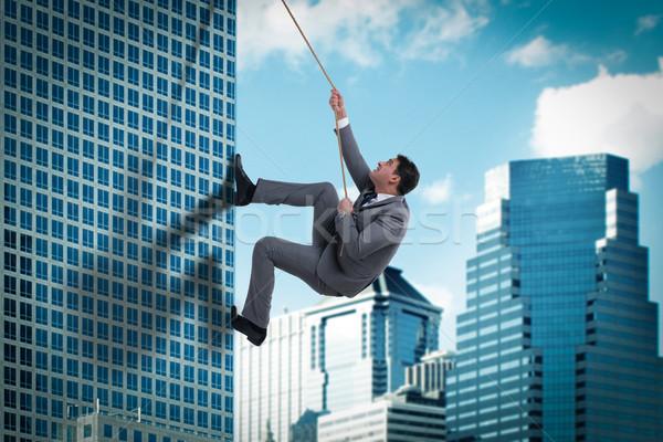 Biznesmen wyzwanie wspinaczki wieżowiec działalności człowiek Zdjęcia stock © Elnur