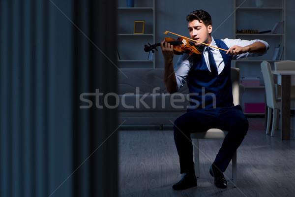 Stock fotó: Fiatal · zenész · férfi · gyakorol · játszik · hegedű