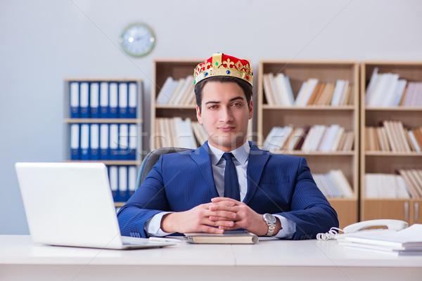 Rei empresário trabalhando escritório negócio sorrir Foto stock © Elnur