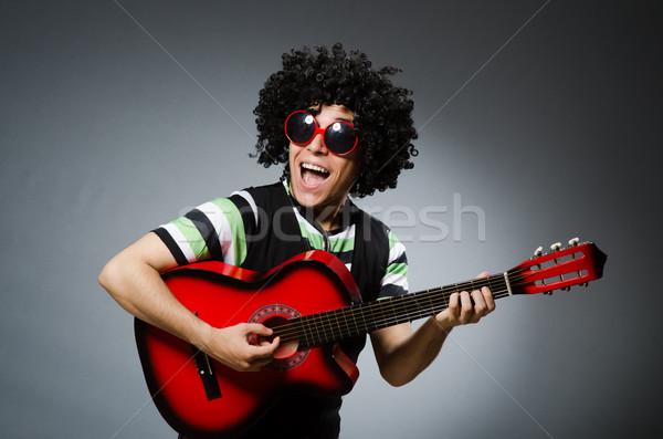 Mann funny Haarschnitt Gitarre Party Hintergrund Stock foto © Elnur