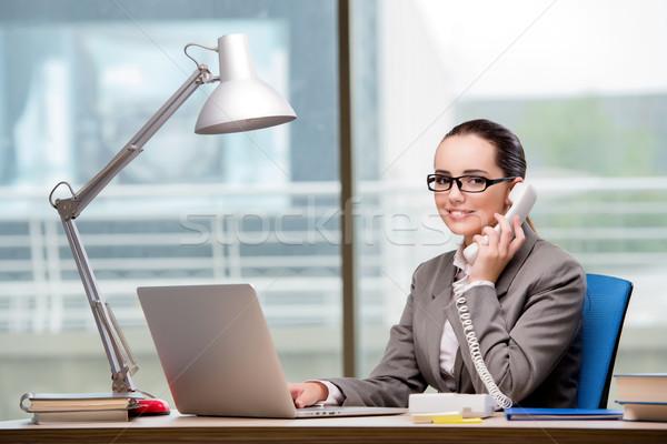 Call Center Betreiber arbeiten Schreibtisch Computer Telefon Stock foto © Elnur
