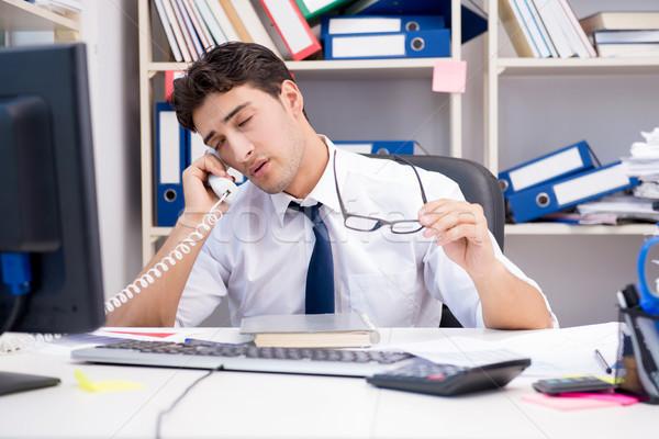 ストックフォト: ビジネスマン · 作業 · オフィス · 図書 · 論文 · コンピュータ