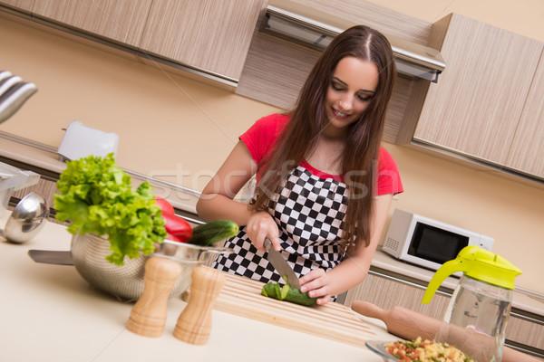 Genç kadın ev kadını çalışma mutfak kadın ev Stok fotoğraf © Elnur