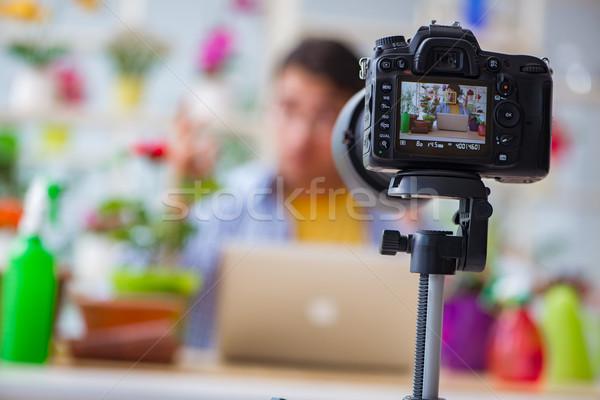 ストックフォト: 男 · 花屋 · 植木屋 · ブロガー · 撮影 · ビデオカメラ