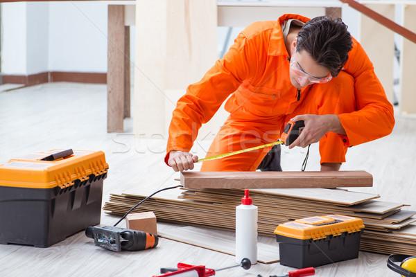 Beszállító dolgozik fapadló iroda férfi építkezés Stock fotó © Elnur