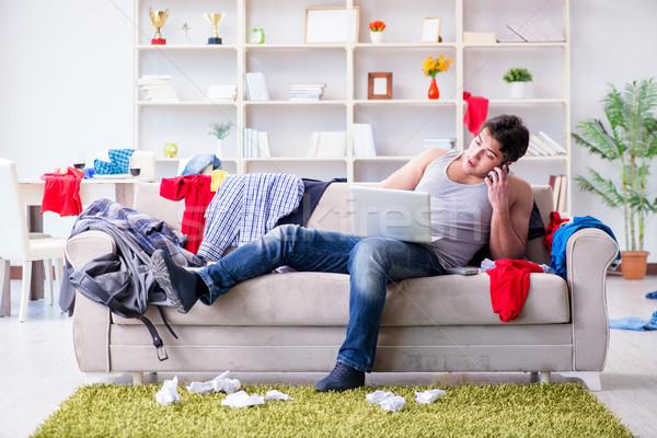 Jonge man werken studeren rommelig kamer computer Stockfoto © Elnur