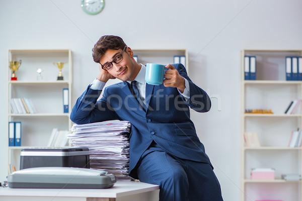 üzletember készít gép papír munka technológia Stock fotó © Elnur