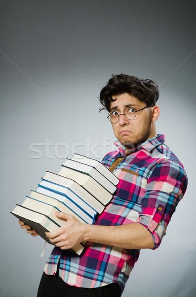 Foto d'archivio: Divertente · studente · molti · libri · uomo · sfondo