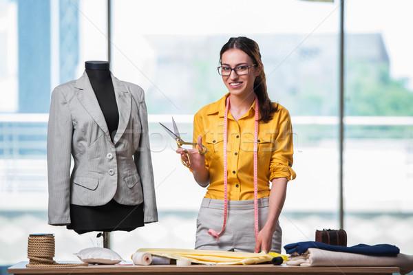 Mulher alfaiate trabalhando novo roupa moda Foto stock © Elnur