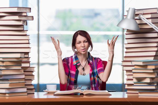 Estudiante universidad exámenes nina libros Foto stock © Elnur
