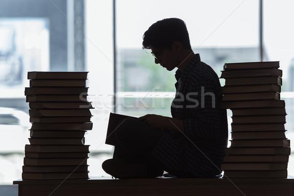 Jeunes étudiant stress examens livres école Photo stock © Elnur