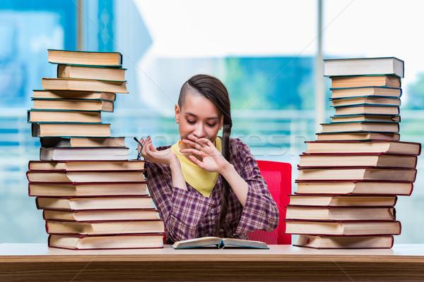 Jóvenes femenino estudiante exámenes nina libros Foto stock © Elnur