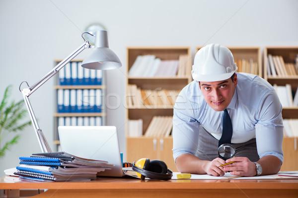 Mérnök felügyelő dolgozik rajzok iroda üzlet Stock fotó © Elnur