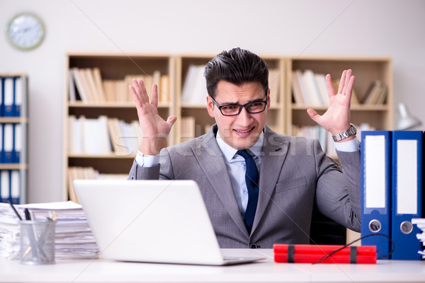 Biznesmen dynamit biuro działalności papieru smutne Zdjęcia stock © Elnur