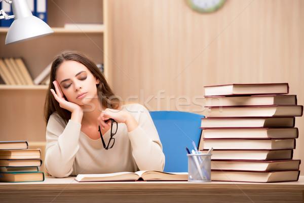 Genç öğrenci üniversite sınavlar kız kitaplar Stok fotoğraf © Elnur
