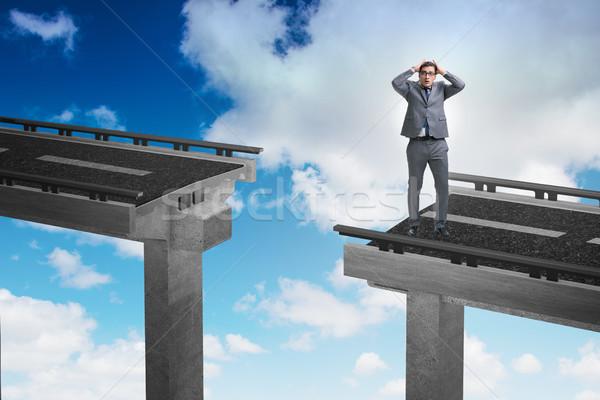 Fiatal üzletember bizonytalanság híd épület város Stock fotó © Elnur