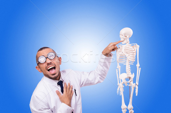 Foto stock: Funny · médico · esqueleto · aislado · blanco · hombre