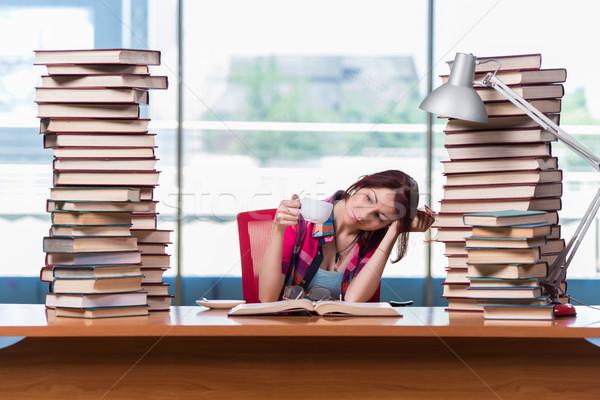Genç kadın öğrenci kolej sınavlar kız kitaplar Stok fotoğraf © Elnur