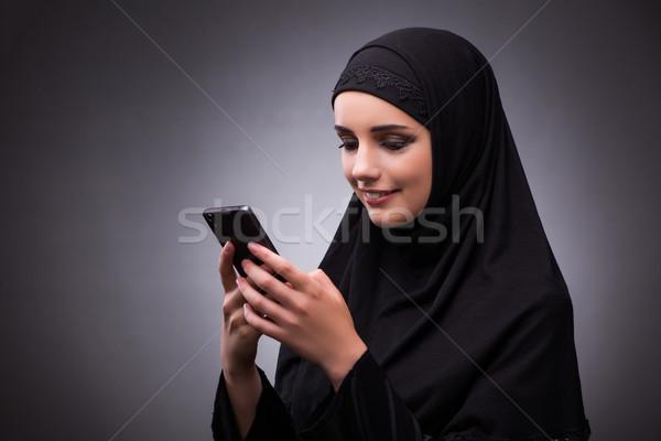 Muszlim nő fekete ruha sötét lány telefon Stock fotó © Elnur