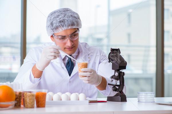 Táplálkozás szakértő tesztelés étel termékek labor Stock fotó © Elnur
