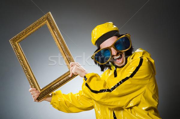 Man Geel pak fotolijstje partij Stockfoto © Elnur