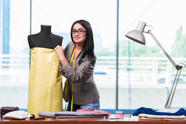 Mujer sastre de trabajo nuevos ropa moda Foto stock © Elnur
